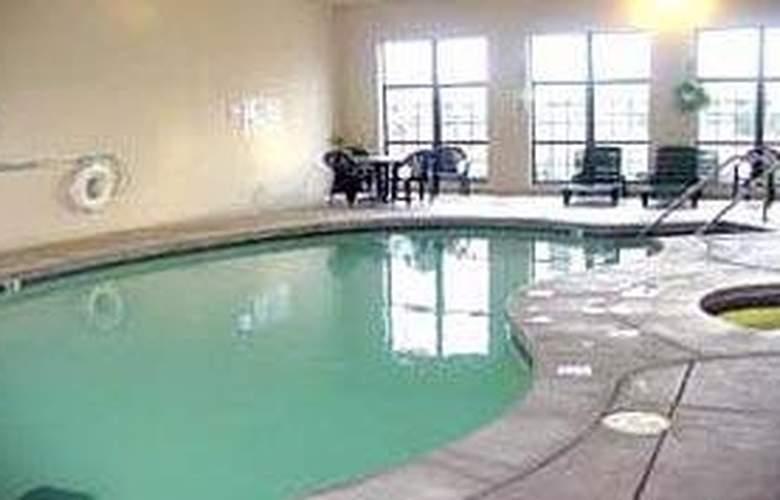 Comfort Inn North - Pool - 4