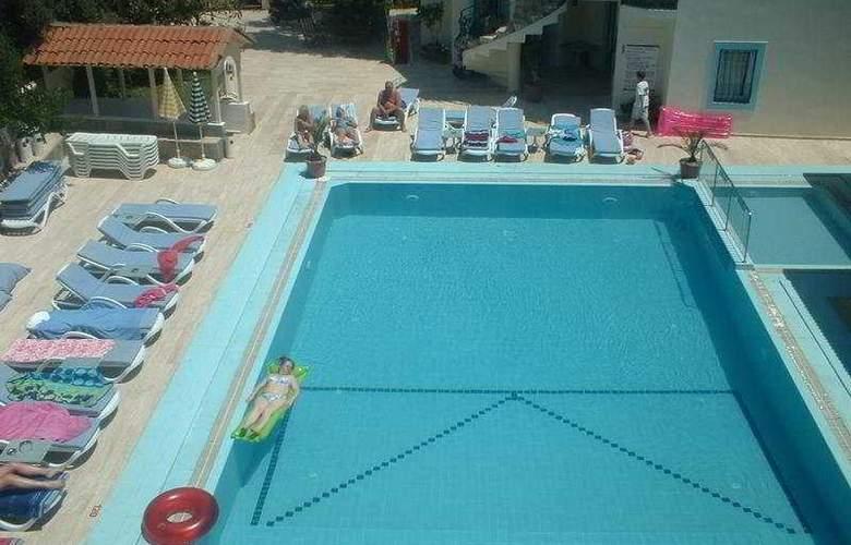 Merve - Pool - 5