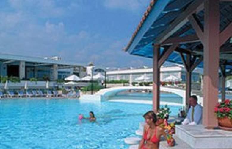 Annabelle Beach Resort - Pool - 4