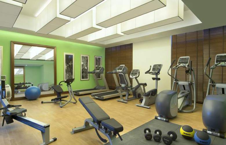 Hilton Garden Inn Dubai Al Muraqabat Hotel - Sport - 7