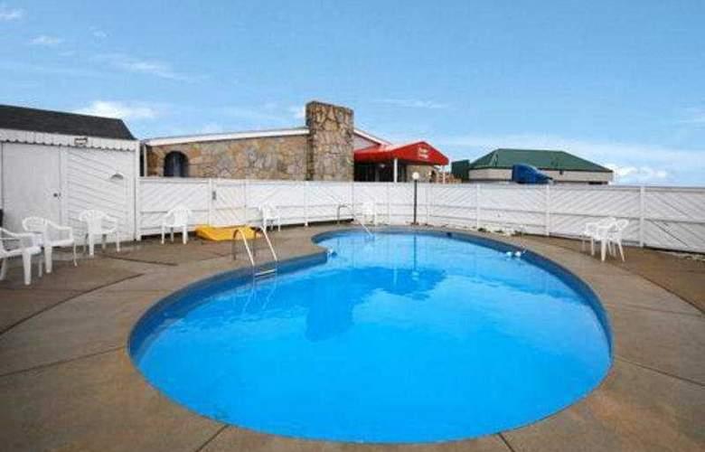 Econo Lodge Brice Road - Pool - 4