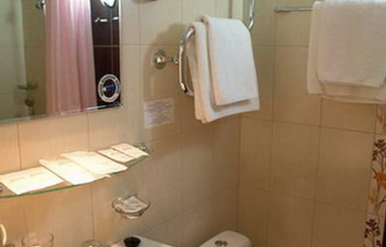 Deluxe Hotel - Room - 16