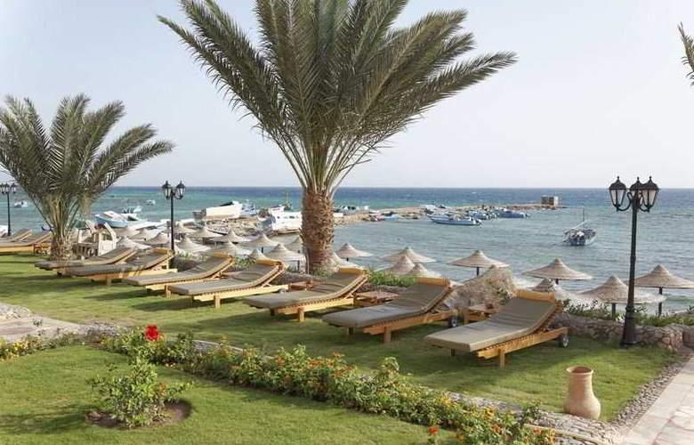 The Three Corners Royal Star Beach Resort - Beach - 32
