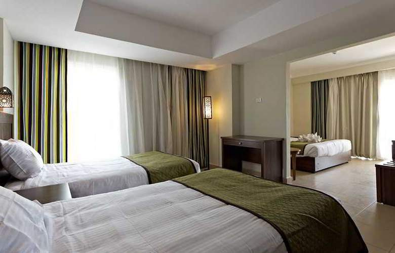 The Three Corners Royal Star Beach Resort - Room - 17
