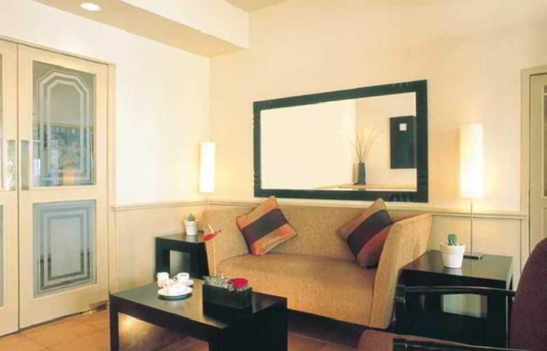 Ambassador & Executive Suites - Room - 6