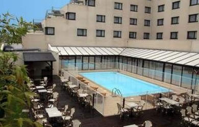 Comfort Hotel & Suites Alteora - Pool - 4