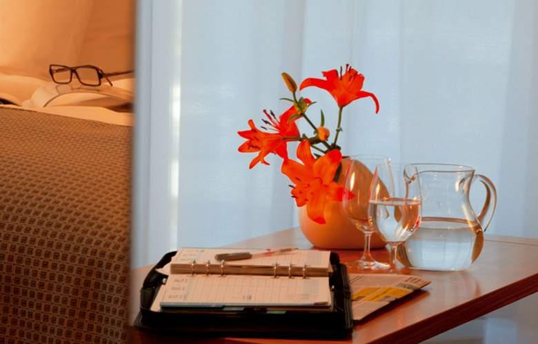 Four Points by Sheraton Panoramahaus Dornbirn - Room - 9