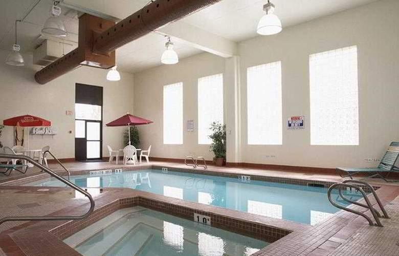Travelodge Edmonton South - Pool - 5