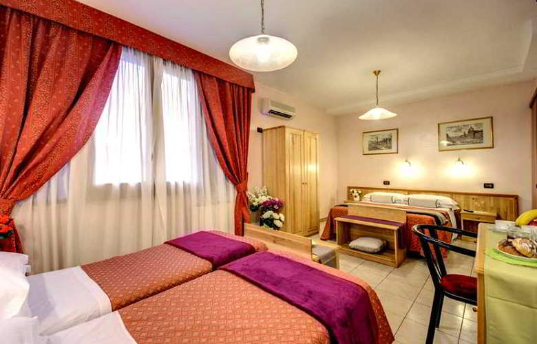 España - Room - 13