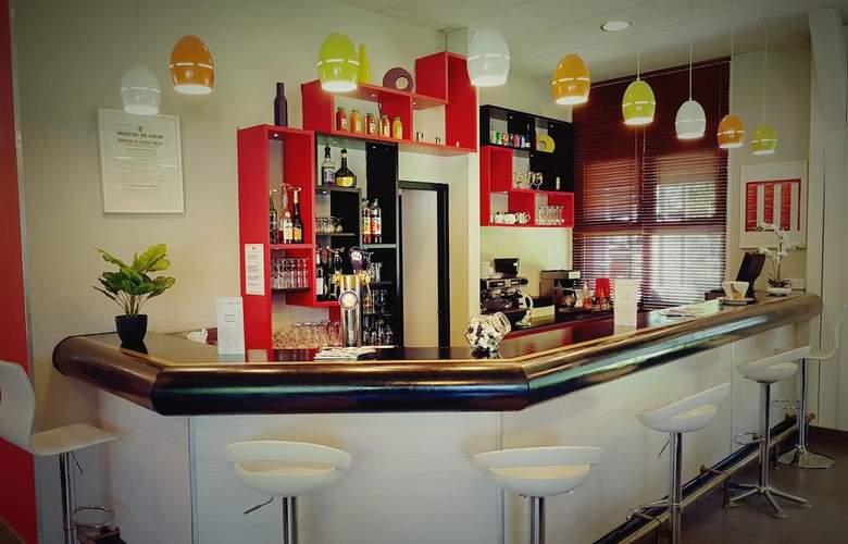 Brit Hotel Confort Lyon Nord Dardilly - Bar - 2