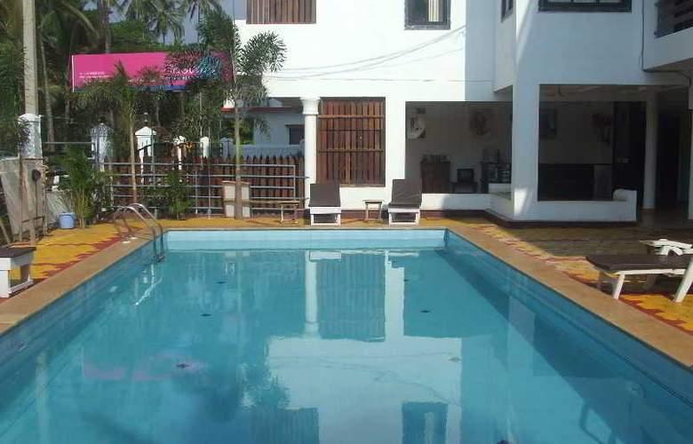 Pleasure Beach Resort - Pool - 3