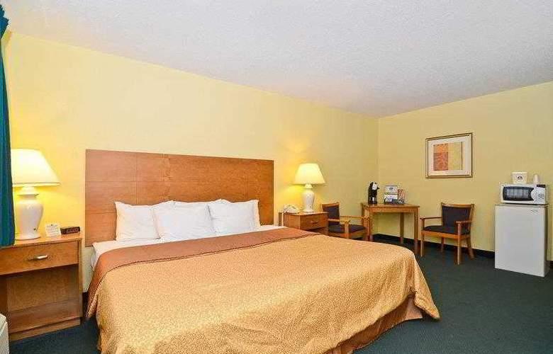 Best Western Ambassador Inn & Suites - Hotel - 28