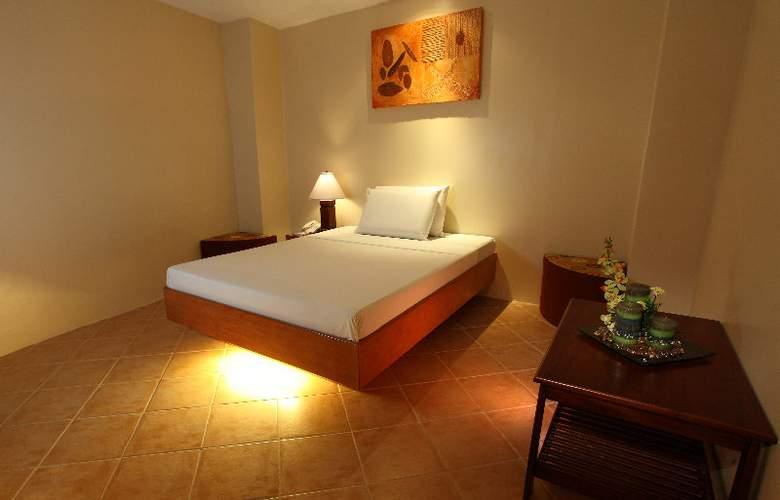 Gran Prix Manila - Room - 8
