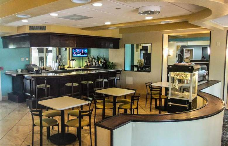 BW Deerfield Beach Hotel & Suites - Bar - 111