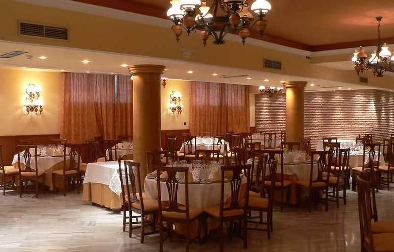 Reyes Ziríes - Restaurant - 11