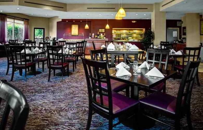 Hilton Garden Inn Monterey - Hotel - 4