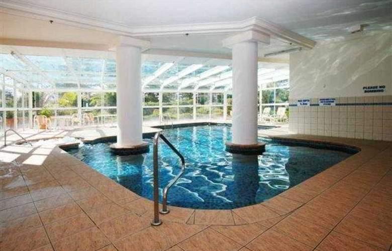 Burleigh Surf - Pool - 7