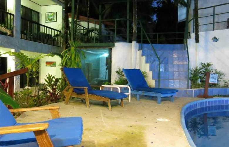 Mono Azul - Pool - 4