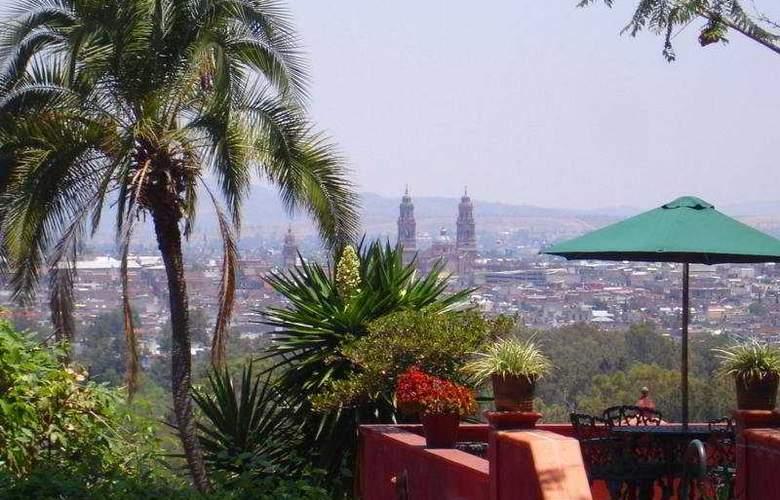 Villa San Jose Hotel & Suites - Terrace - 11