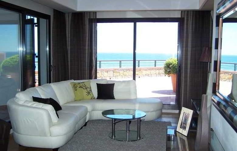 Casares Del Mar Luxury Apartments - Room - 3