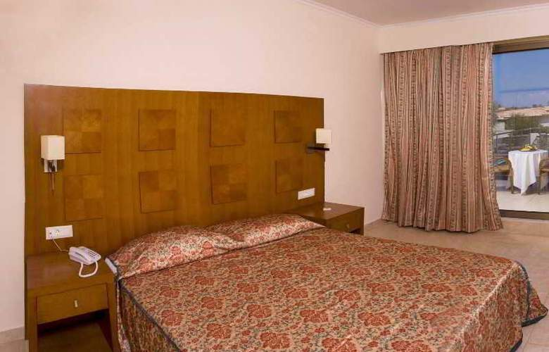 Lutania Beach - Room - 9