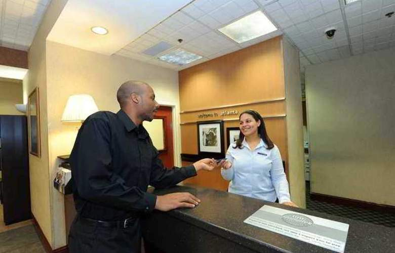 Hampton Inn & Suites Atlanta-Galleria - Hotel - 1