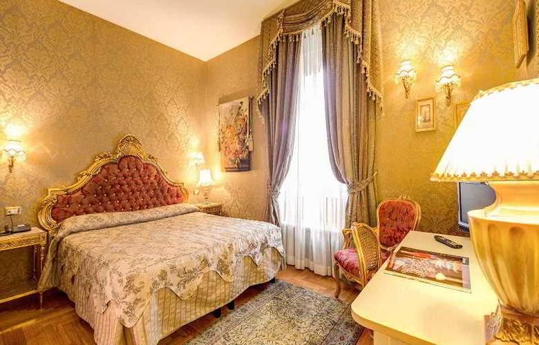 Romance - Room - 6