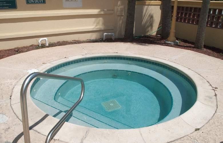 La Quinta Inn & Suites Orlando UCF - Sport - 6