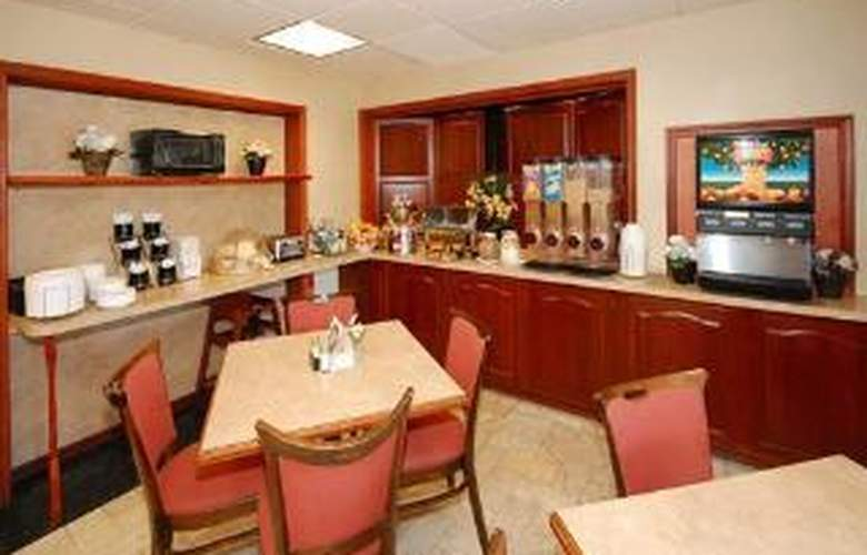 Clarion Hotel Buffalo Airport - General - 3
