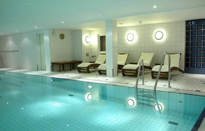 Radisson Blu Hotel Bremen - Pool - 3
