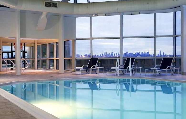 Hilton Meadowlands - Pool - 9