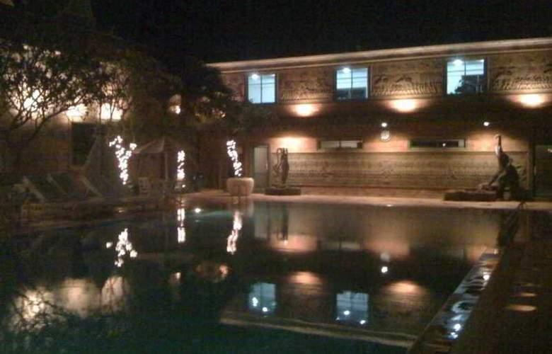 Imperial Garden Villa & Hotel Phnom Penh - Pool - 26