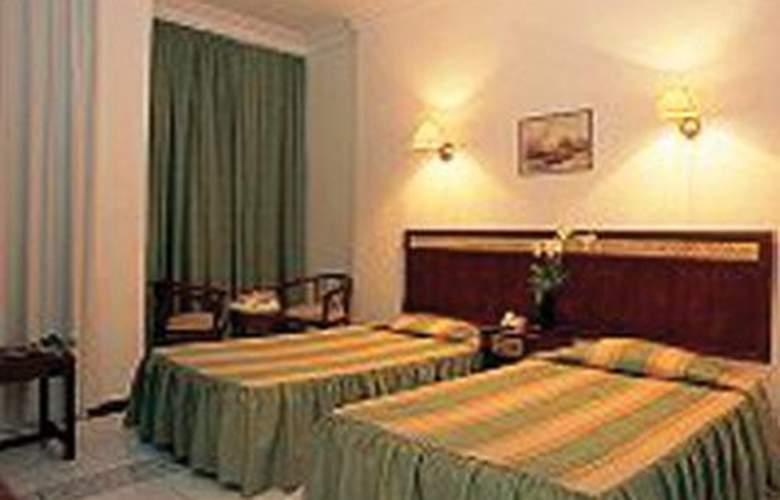 Cleopatra Tsokkos - Room - 2