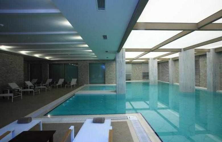 Sundance Suites Hotel - Pool - 3