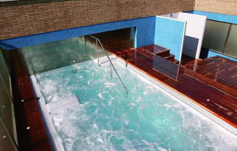 Regente Aragón - Pool - 2