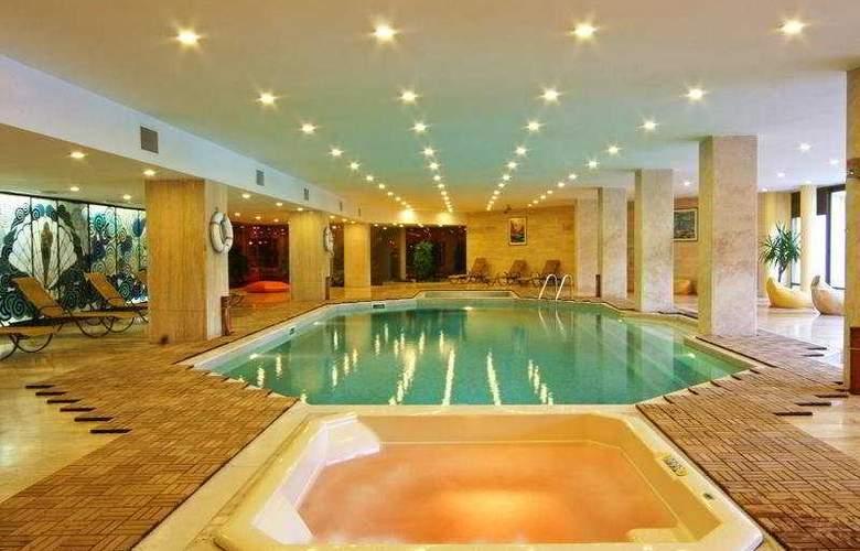 Saray Regency - Pool - 6