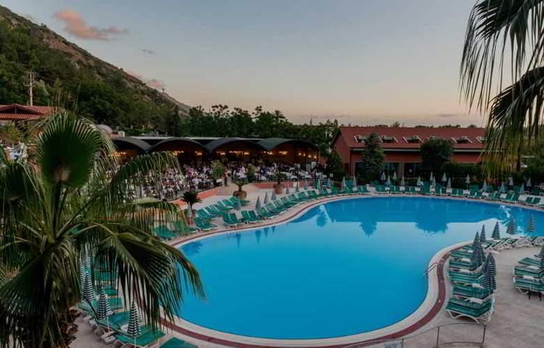 Suncity Hotel & Beach Club - Pool - 16