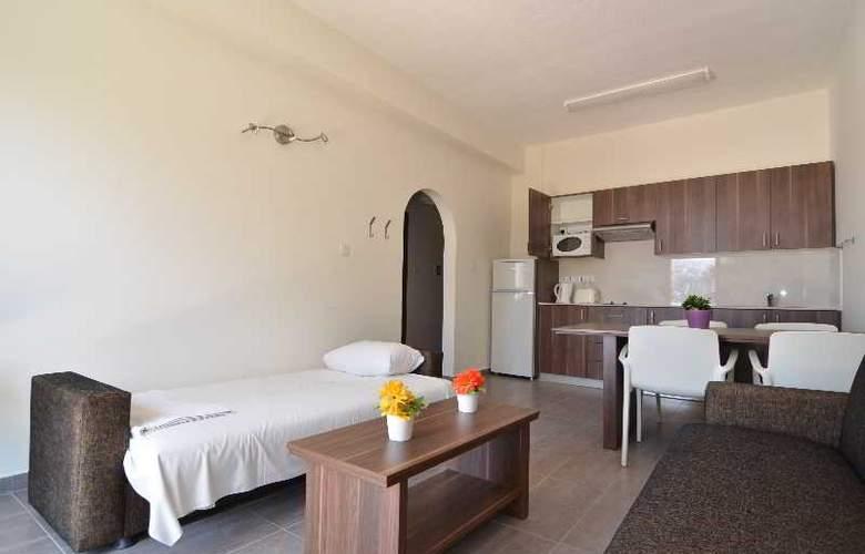 Lucky Hotel Apts - Room - 10