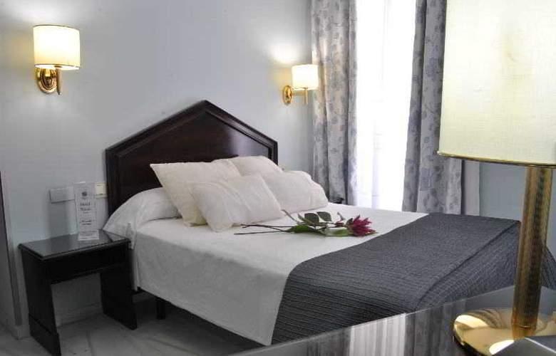 Navas - Room - 17