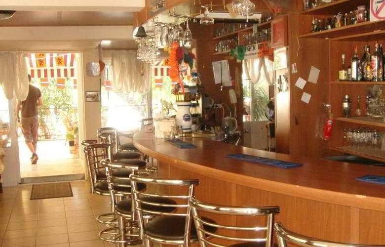 City Hotel - Bar - 4