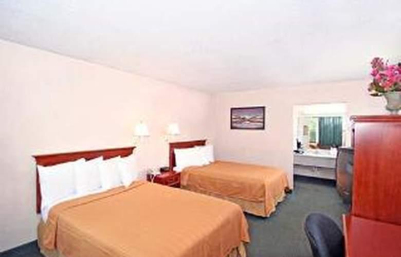 Quality Inn & Suites - Room - 5