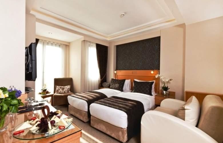 Emerald Hotel - Room - 3