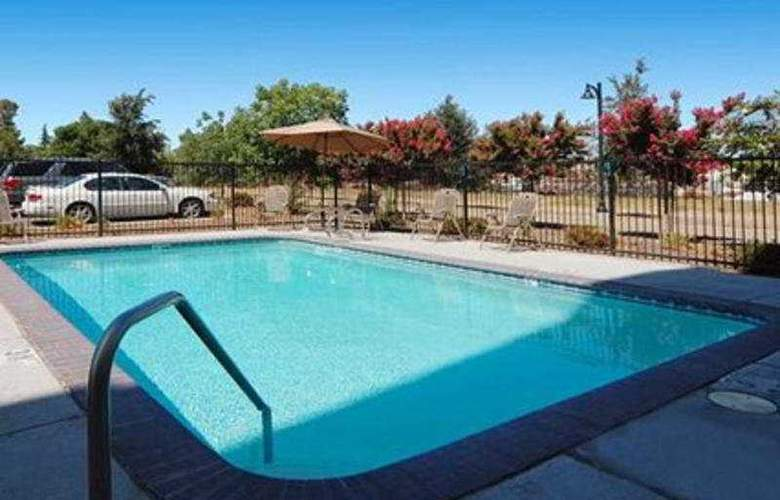 Comfort Suites Clovis - Pool - 8