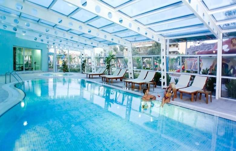 Lilyum Hotel - Pool - 9