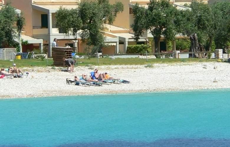 La Riviera - Beach - 3
