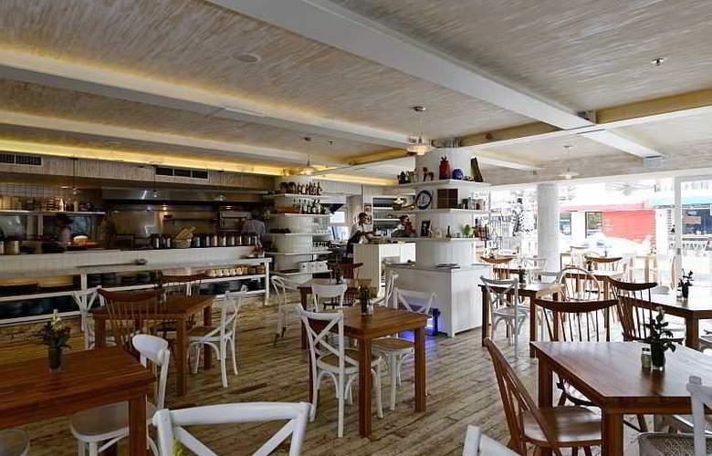 IZE Seminyak Bali - Restaurant - 37