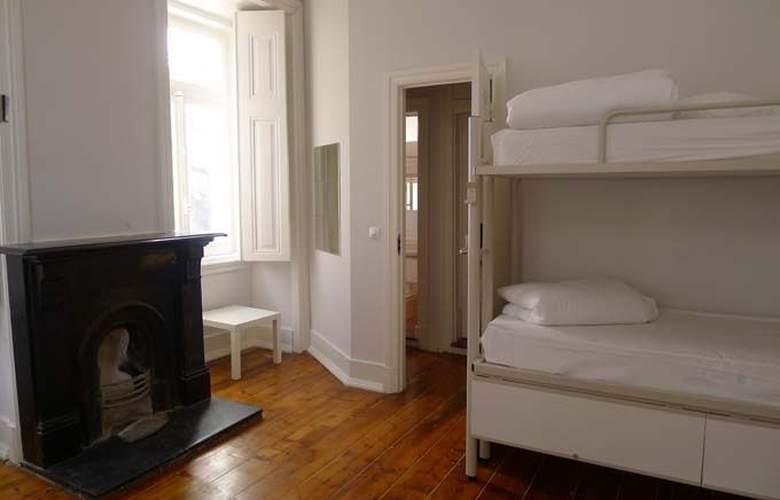 Equity Point Lisboa Hostel - Room - 1
