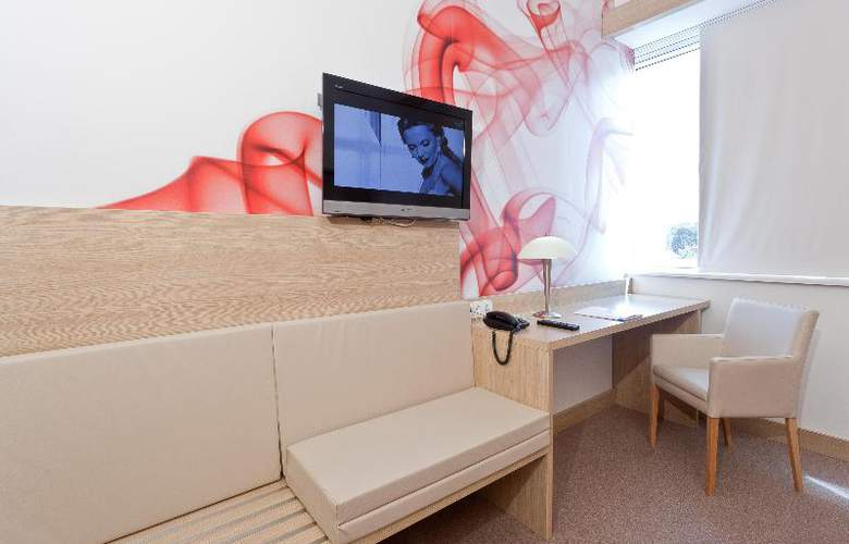 Rebro Hotel - Room - 13