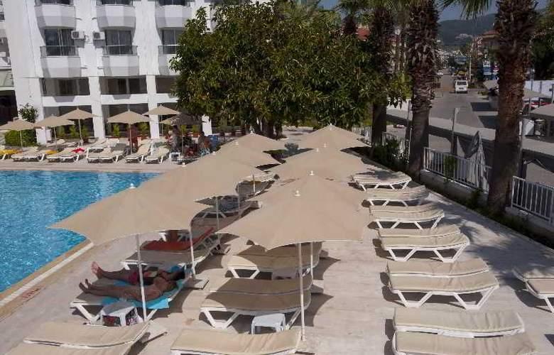 Sonnen Hotel - Terrace - 4
