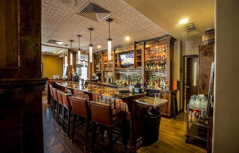Best Western Ivy Inn & Suites - Bar - 74
